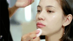 化妆的正确步骤(15个步骤顺序)